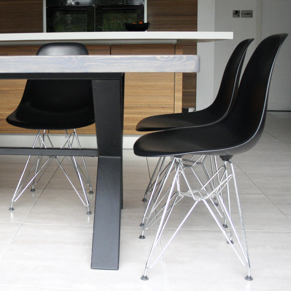 Cross table with overhang