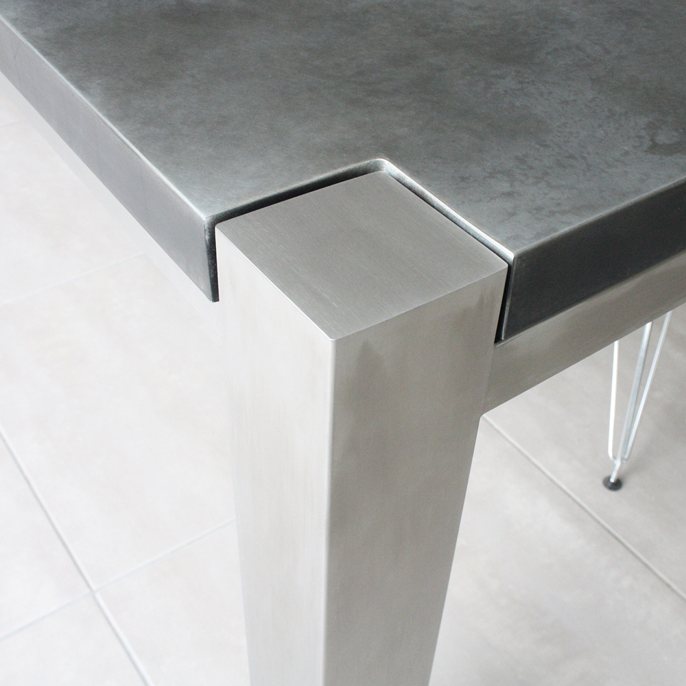 Trunk Zinc table